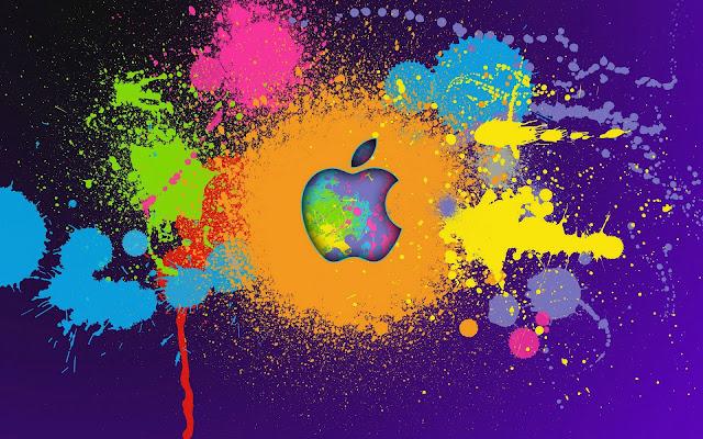 Paarse Apple wallpaper met gekleurde verfspatten