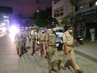 कोतवाली उरई पुलिस बल के साथ नगर उरई में पैदल गस्त कर संदिग्ध व्यक्ति/वाहन चेकिंग की -अपर पुलिस अधीक्षक जालौन                                                                                                                                                    संवाददाता, Journalist Anil Prabhakar.                                                                                               www.upviral24.in