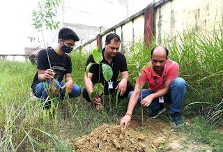 पौधरोपण कर पर्यावरण संरक्षण का लिया संकल्प   #NayaSaberaNetwork