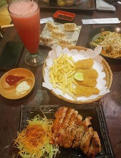Comiendo en Bali.