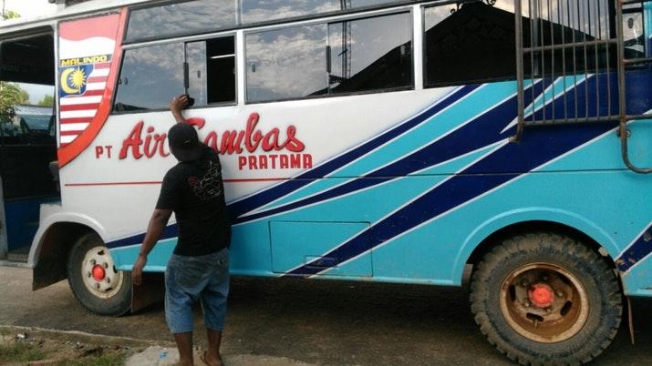 Air Sambas, Bukan Pesawat ini Bus Offroad