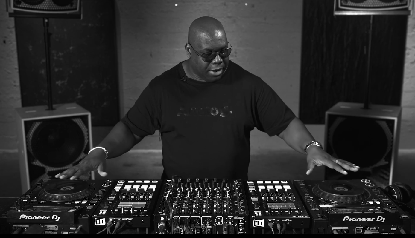 Carl Cox Consolle.Carl Cox Reveals His Dj Set Up With Playdifferently Model 1
