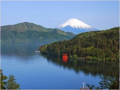 โทริอิศาลเจ้าฮาโกเน่ (Hikone Shrine)