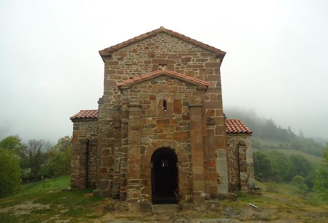 fachada IGLESIA DE SANTA CATALINA DE LENA. Románico en el Camino del Salvador