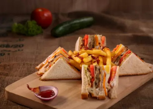 Indian-stayle-club-sandwich, breakfast-me-banaye-club-sandwich