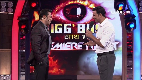 Salman khan with Akshay Kumar Big Boss Season 7