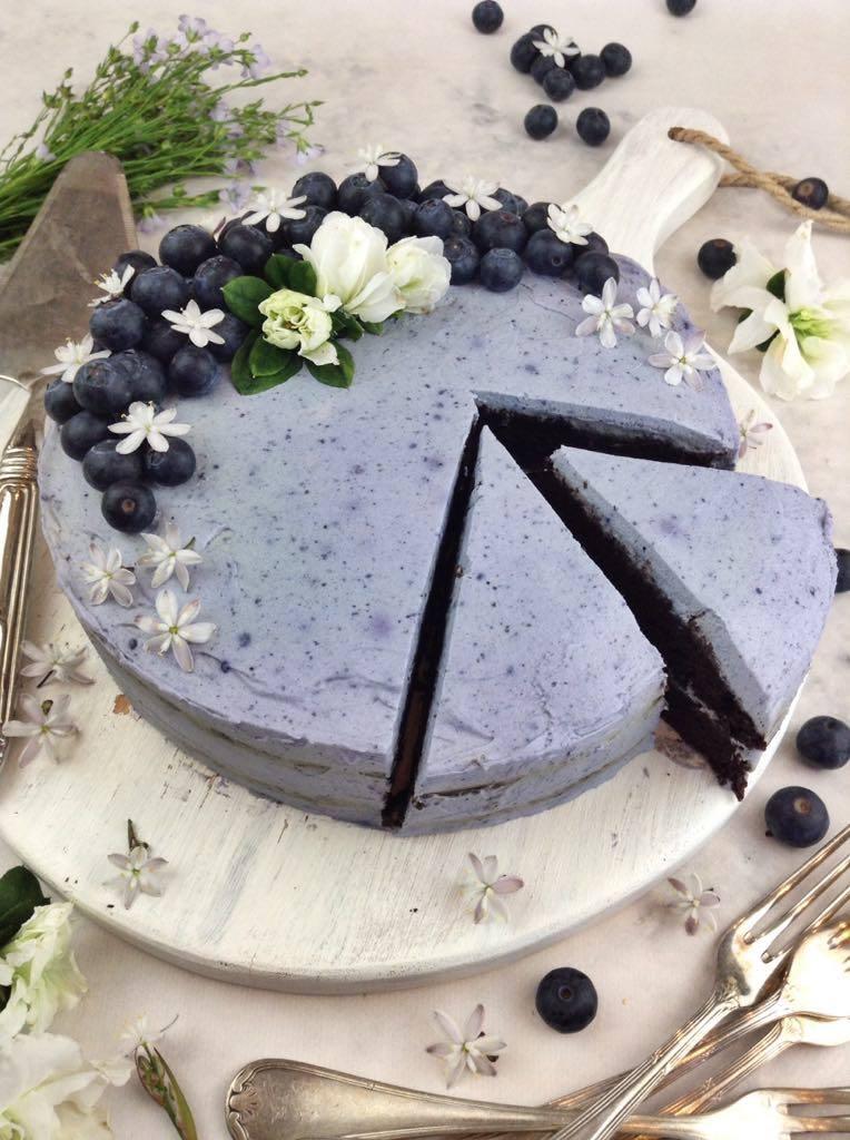 Bolo de chocolate de aniversário saudável (vegan; fit)