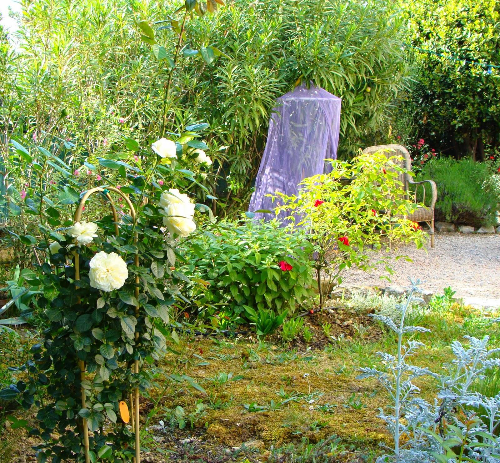 jardine et ris trois p 39 tits tours et puits s 39 en va. Black Bedroom Furniture Sets. Home Design Ideas