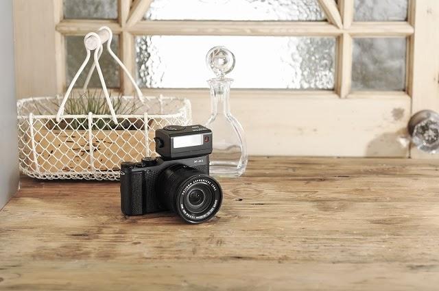 Fotografia della Fujifilm X-A1 con il flash EF-X20