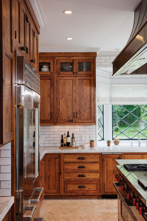 11 Stunning Farmhouse Kitchens That Will Make You Want Wood Cabinets on blonde maple kitchen cabinets, gray kitchen with oak cabinets, kitchens with blond wood floors, cherry wood kitchen countertops with white cabinets, kitchens black cabinets,