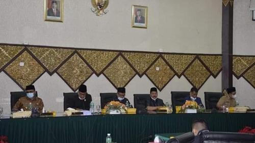 Rapat Paripurna DPRD Kota Padang, Wako Sampaikan Rancangan KUA-PPAS APBD TA 2022