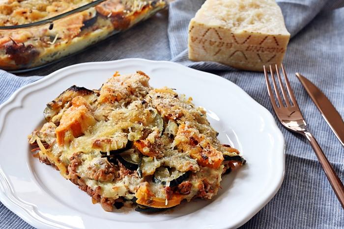 Zucchini-Süßkartoffel-Auflauf mit Hackfleisch und Parmesan