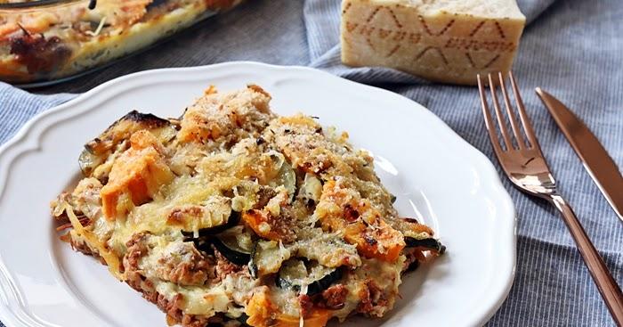 zucchini s kartoffel auflauf mit hackfleisch und parmesan. Black Bedroom Furniture Sets. Home Design Ideas
