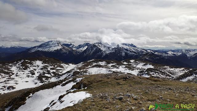 Vista hacia Peña Rueda, Siegalavá y Fariñentu desde Peña Saleras