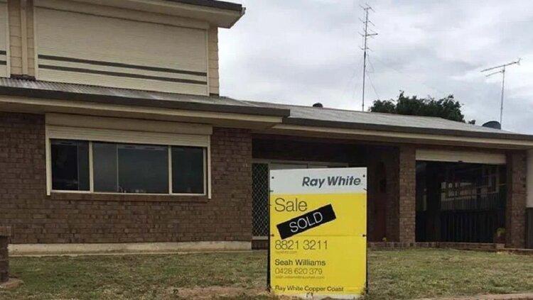 Sorpresa paranormal, sacaron fotos a una casa para venderla y apareció el...