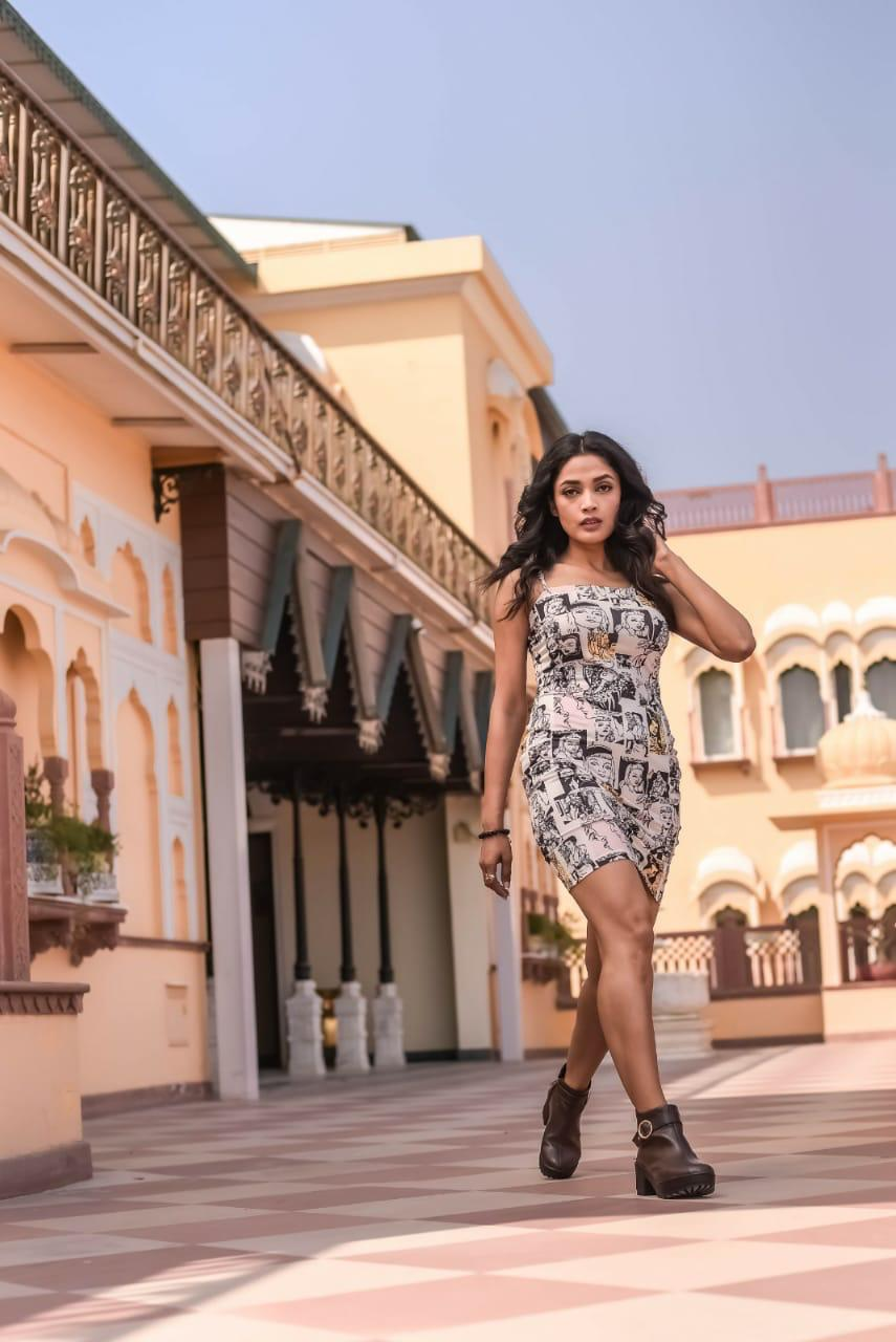 Actress-Arvika-Gupta-came-to-Jaipur-in-connection-with-the-shoot
