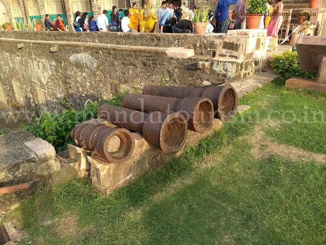 Information about taveli mahal mandu
