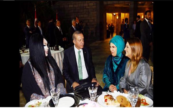اردوغان يستجيب لمطالب الشواذ ويشاركهم احتفالاتهم