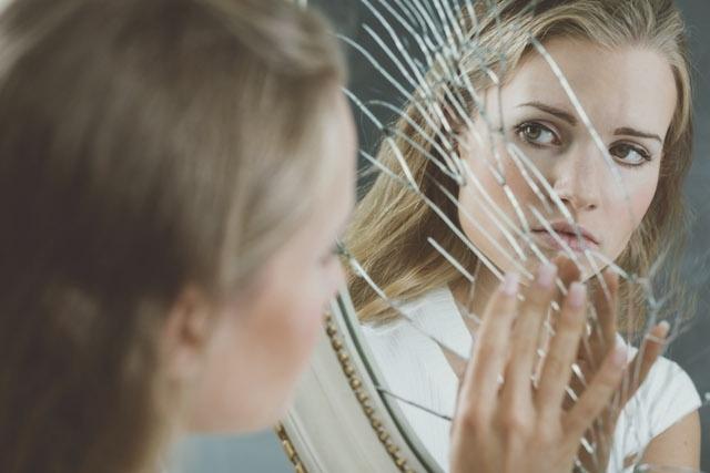 Psicóloga fala sobre Despersonalização e Desrealização - DP e DR