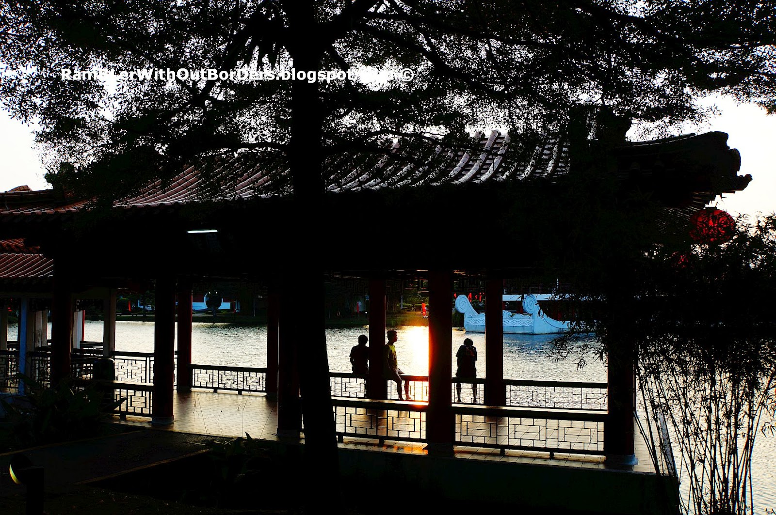 Visitor enjoy sunset view, Tea House Pavilion, Chinese Garden, Singapore