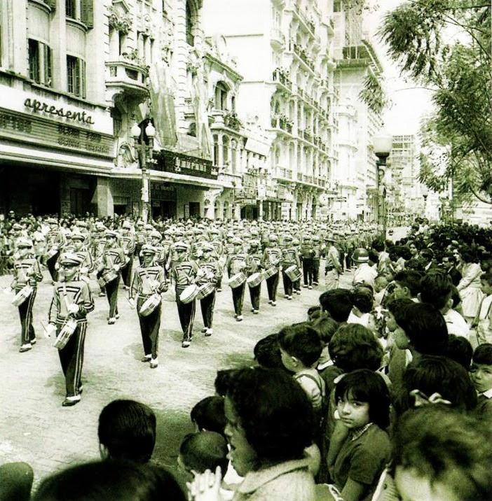 Desfile de Sete de Setembro na Rua da Praia, em Porto Alegre