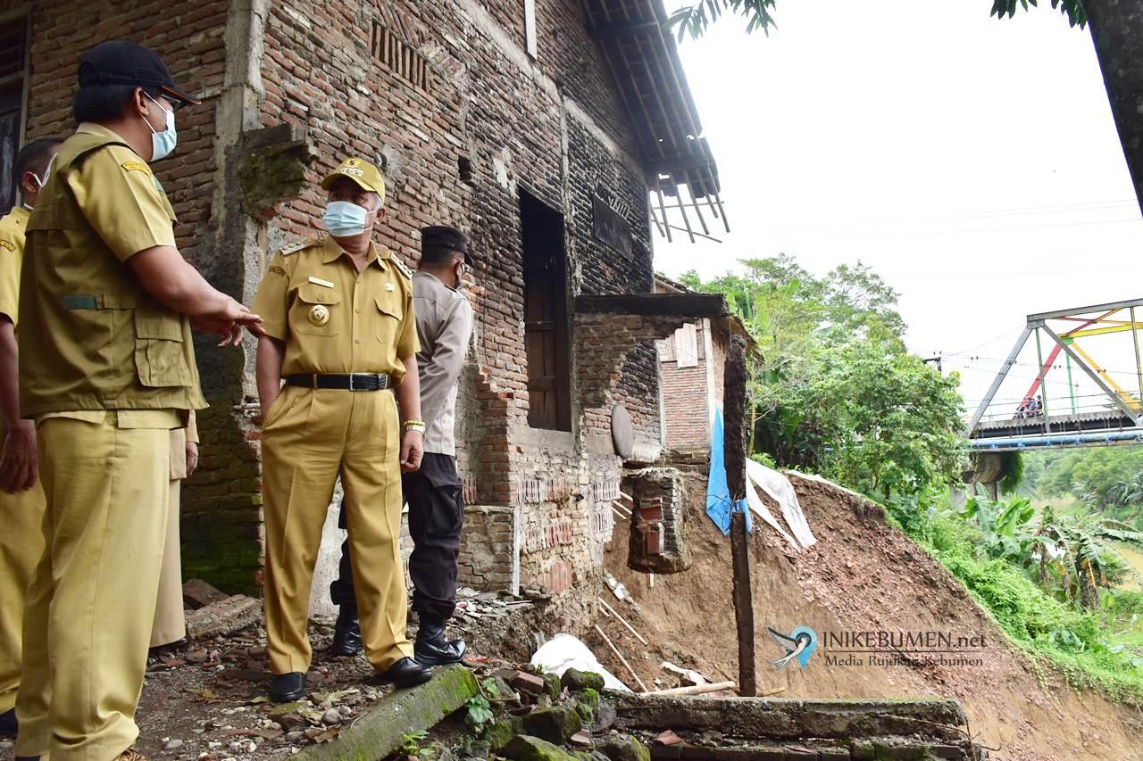 Satu Rumah Roboh Terseret Tebing Longsor Sungai Lukulo