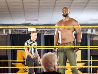 El gigantesco luchador Jordan Omogbehin