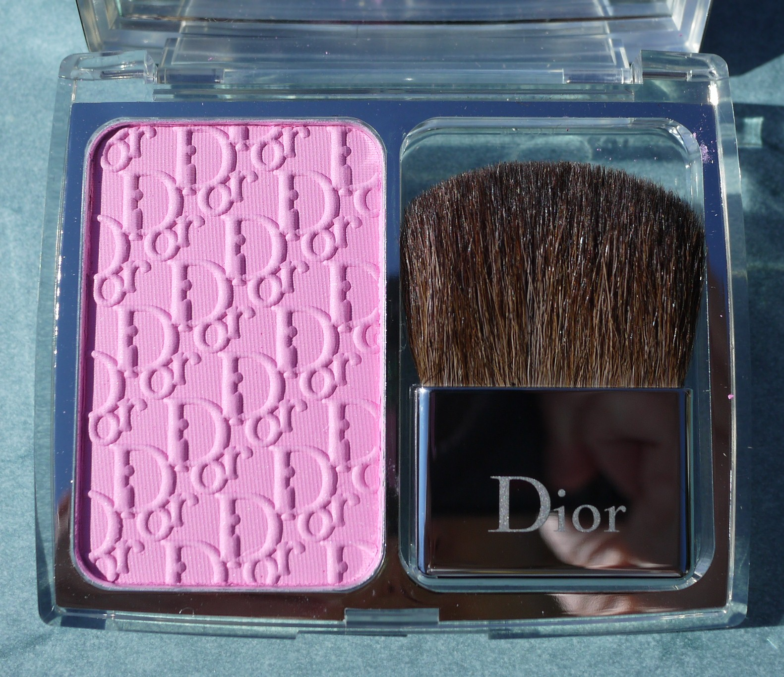 The Finely Milled Light Pink Powder Is Said To Adjust Skin S Chemistry Create A Customized Look Of Naturally Flushed Rosy Cheeks