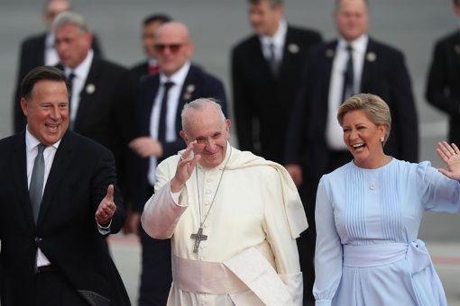 Papa Francisco llega a Panamá para visita de cuatro días