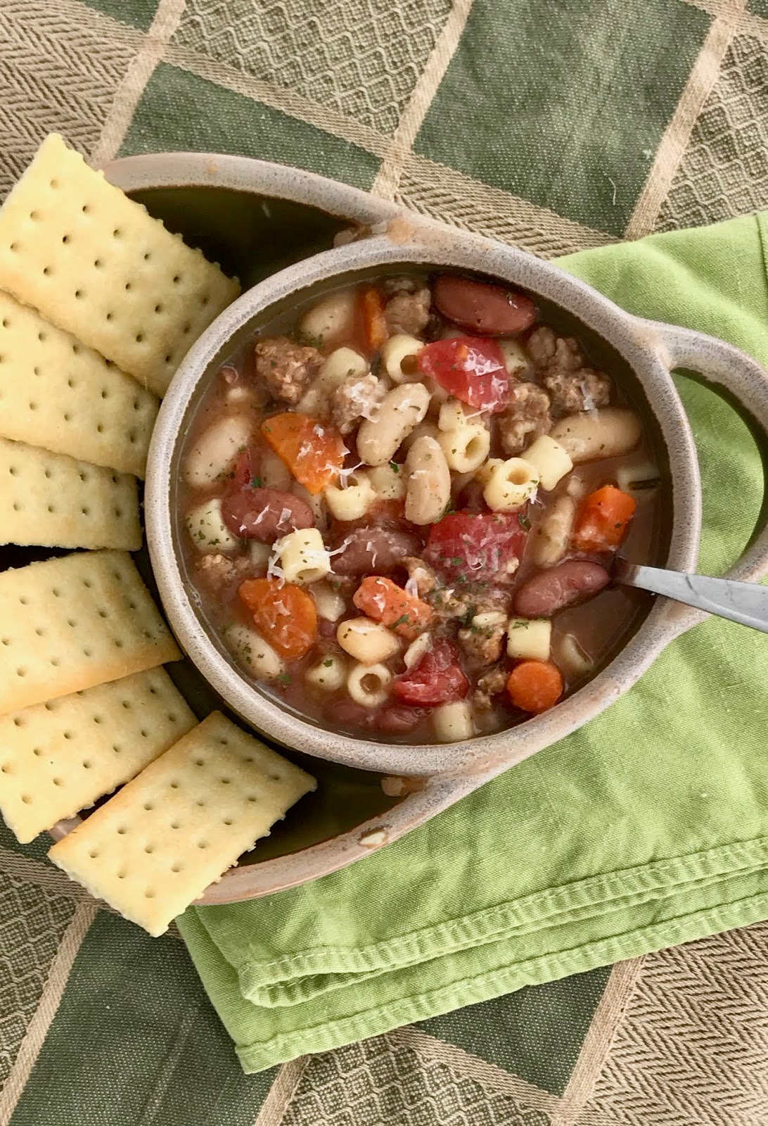 Slow Cooker Sausage e Fajioli Soup