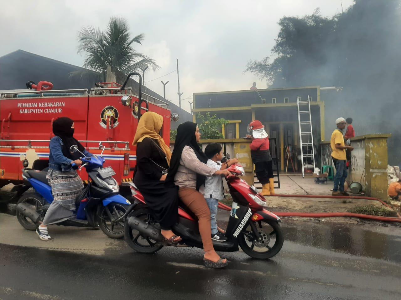 Gudang Rongsokan di Kampung Munjul Terbakar
