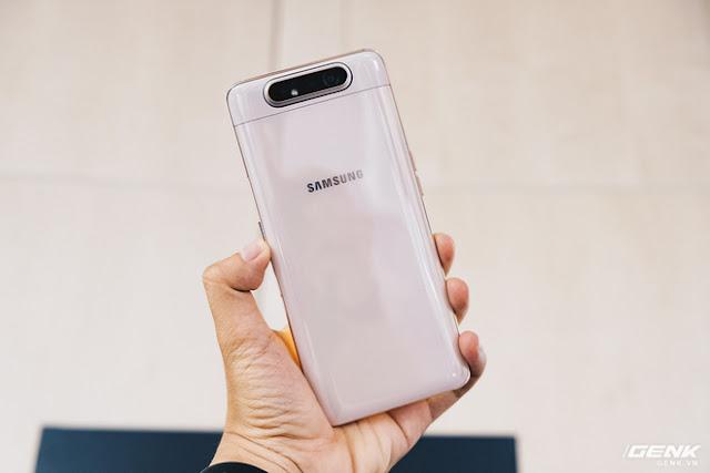 Galaxy A80 sở hữu nhiều tính năng mà ngay cả dòng Galaxy S cũng không có như cụm camera vừa thò thụt vừa xoay lật, màn hình New Infinity và công nghệ sạc nhanh 25W.