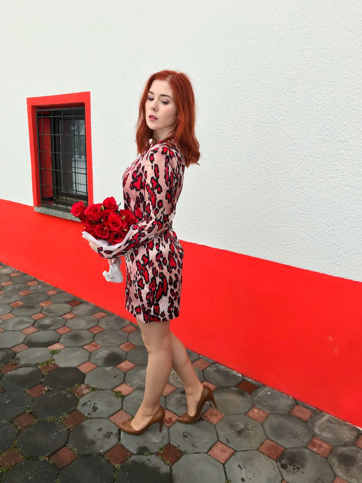 Blogger Dainte in red dress