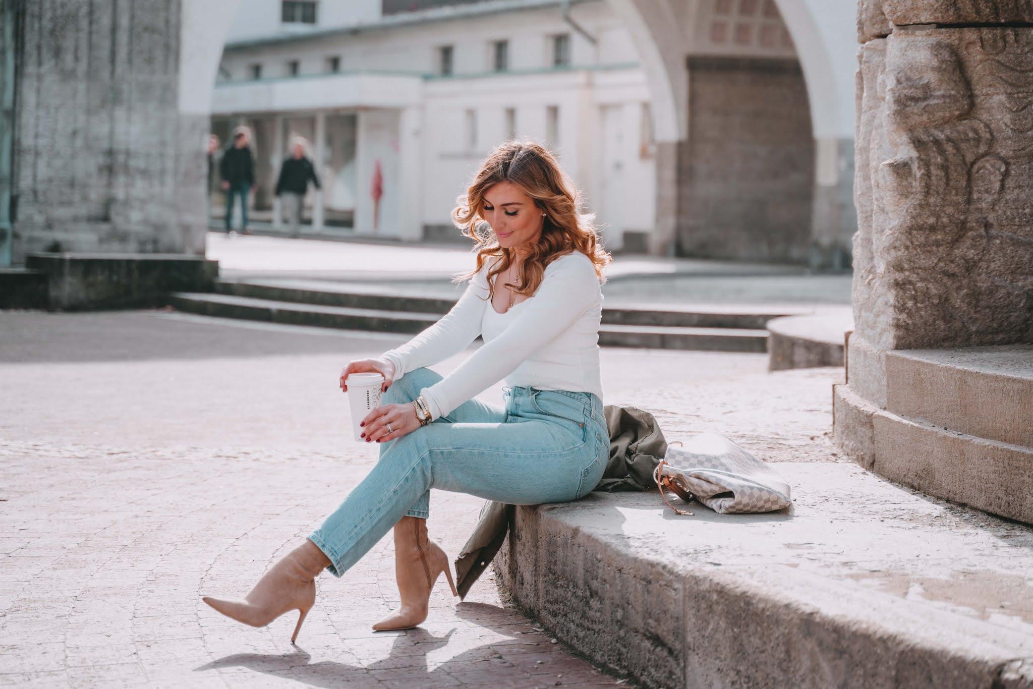 Eine Alternative zu Skinny Jeans - die Mom Jeans und wie man sie am besten stylt