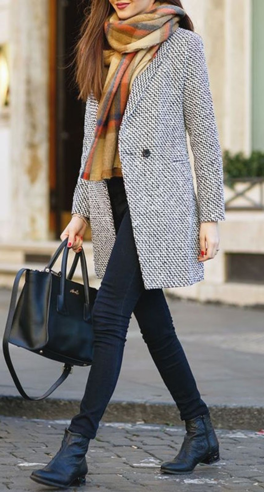 trendy winter outfit idea / black skinnies + bag + coat + scarf + boots