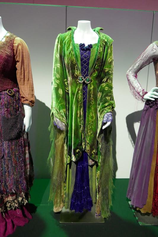 Bette Midler Hocus Pocus Winifred Sanderson costume