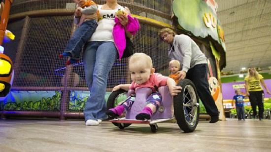 xe lăn tay cho trẻ em