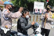 Upaya Pendisiplinan Protokol Kesehatan, Kapolres Majalengka Bagikan Ratusan Masker Gratis ke Masyarakat