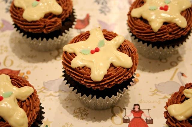 Christmas Pudding Cupcakes (Without Christmas Pudding)