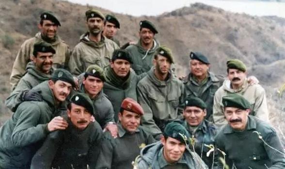 Comando Malvinas : Comandos de la Cia 601 abaten a un integrante del SAS en  Malvinas