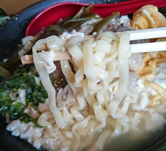 ゆし豆腐そばの麺の写真