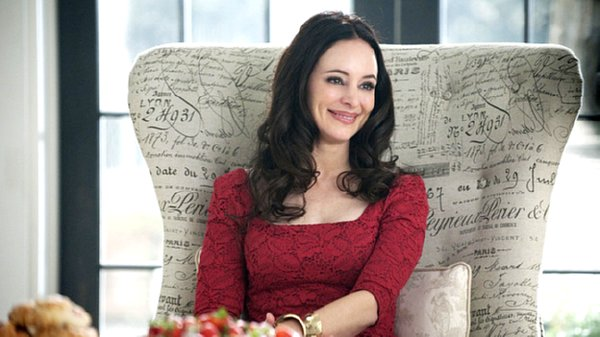 Revenge - Victoria (Madeleine Stowe) sits in her oversized chair