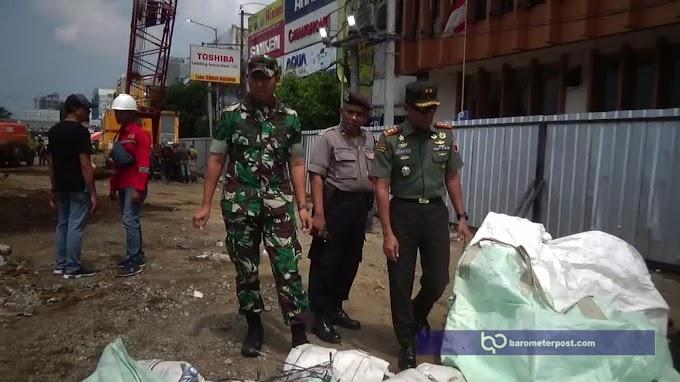 Pertokoan Jompo Hari Ke 12 Pasca Ambruk, 150 Personil Pindah kan Tanah Urukan Secara Manual.