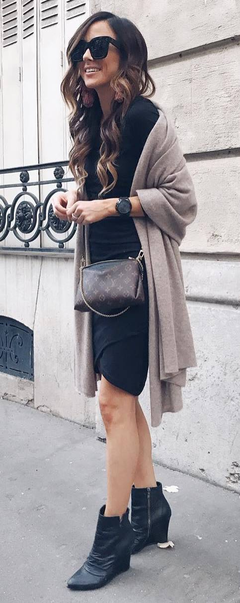 black and nude fashion trends / dress + bag + boots + cashmere scarf