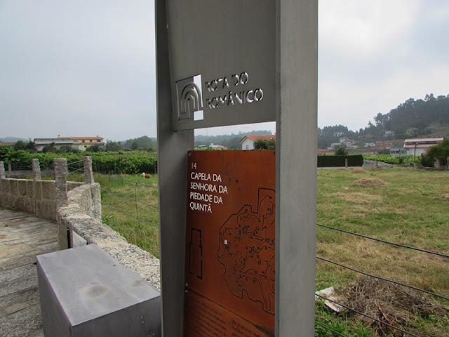 Sinalização de um dos monumentos da Rota do Românico