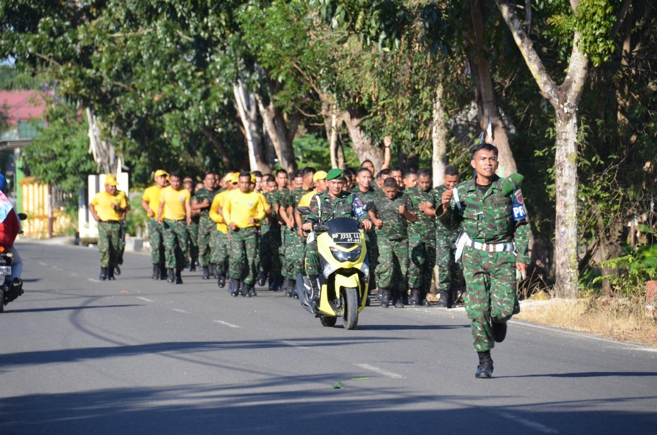 Minggu Militer, Personel Korem 141/Tp Laksanakan Lari Jalan