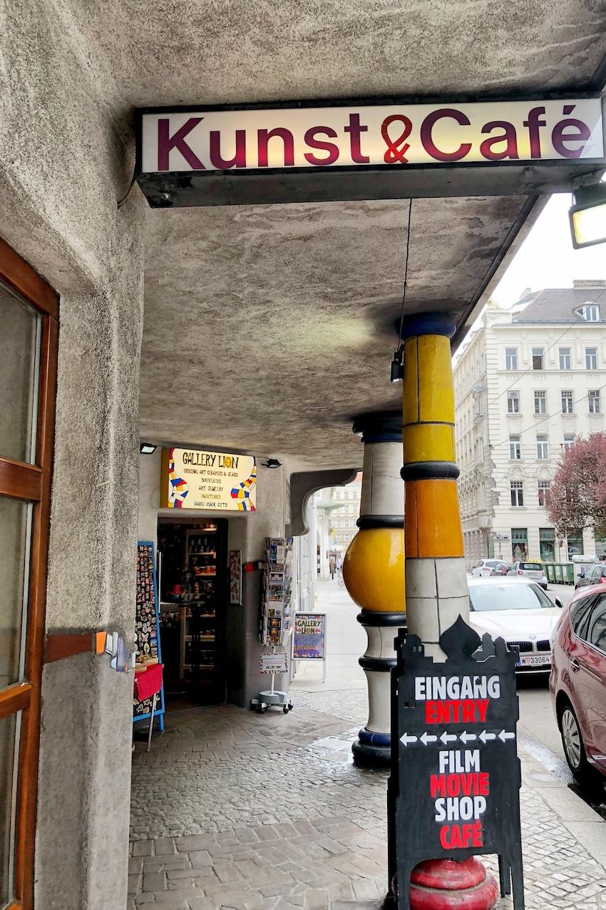 Kunst und Café, Eingang über Löwengasse