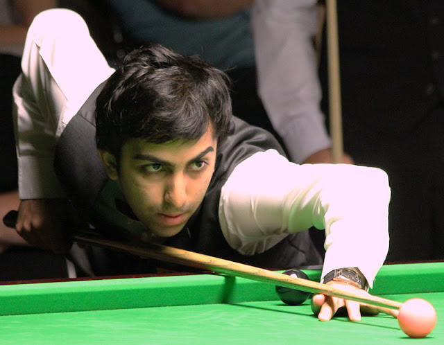 On a dull Saturday afternoon on Twitter, Billiards star Pankaj Advani provided spectacular entertainment by congratulating Modi for winning the Unesco award  for best PM in the world.  As NewsCrunch had pointed out on Friday a hoax message had been circulating claiming that Modi had won a Unesco honour.  Among those who fell for it was Pankaj Advani, who has won 10 Billiard world titles, more than any other Indian.