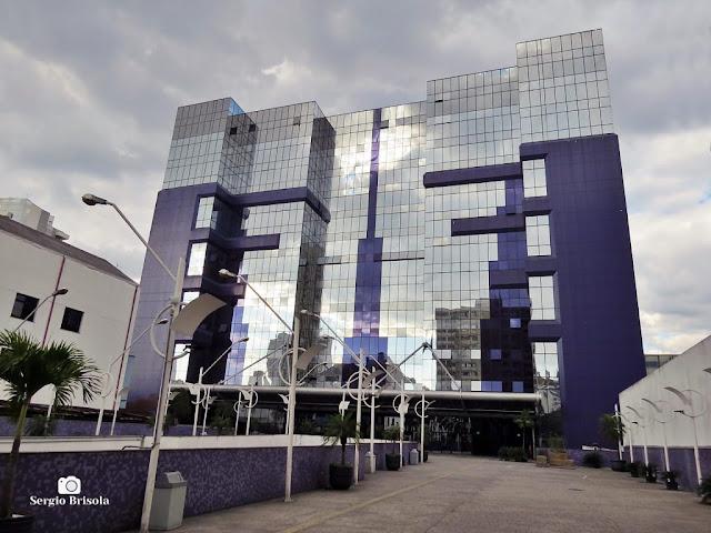 Vista ampla do edifício da Universidade Uninove - Liberdade - São Paulo