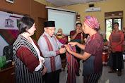 Bupati KLU Buka Temu Publik dan Pameran Tenun Lombok